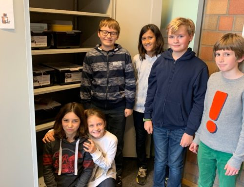 """Lego-Roboter und Materialschrank für die """"Jugend-forscht""""-AG"""